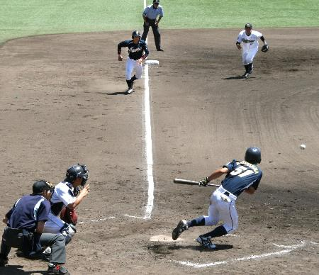 BASEBALL KING | 日本の野球を盛り上げる!警察官、プロ野球チームに挑戦 兵庫県警、初の交流試合