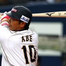 来季から一塁コンバートの巨人・阿部 試合前に同じ境遇のサンタナに相談?
