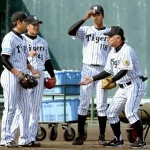 阪神、掛布二軍監督が残留組指導 今岡、平野両コーチも