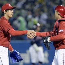 鯉党が神宮で連夜の熱狂!広島・野村がプロ初完封 4月27日のプロ野球まとめ