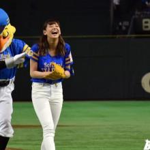 「鷹の祭典2016 in Tokyo」・西内まりやさん始球式(30枚)