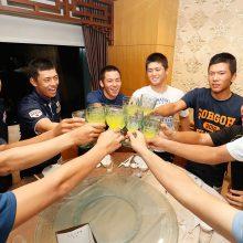 U-18らしくジュースで祝杯!