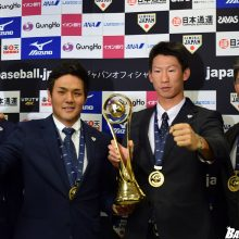 W杯初代王者!侍ジャパン・U-23代表が帰国 斎藤監督「褒めてあげて」