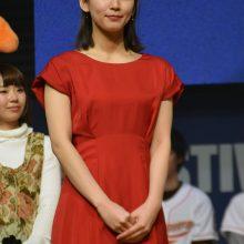 表彰式でプレゼンターを務めた吉岡里帆さん