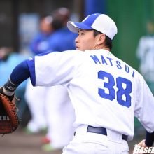 中日・松井雅、『左頬骨の打撲』 試合前練習で負傷