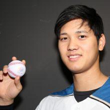 【日本ハム】道内の全新生児に記念ボールを贈呈