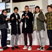 それぞれお気に入りのアウターを羽織りファイティングポーズをとる受賞者たち(左から無良、藤光、千賀、杉田、井上)