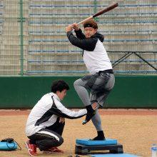 【西武】主将・浅村「なんとしても優勝したい」 熊代&外崎と自主トレを公開