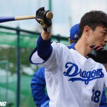 中日・松井雅、『右顎の打撲』 4回に死球を受け交代