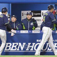 小川ヤクルト、開幕戦に快勝! 青木が復帰打、一塁・坂口は4安打