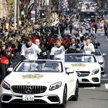 ソフトBの日本一パレードに37万人 柳田「熱い声援ありがとうございました」