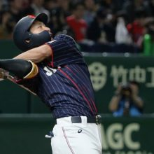 侍・柳田、左中間席中段へズドン! 二夜連発、MLB軍団にパワーで応戦
