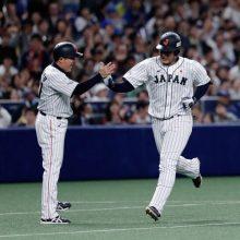 侍・岡本、待望の日米野球初アーチ! MLB選抜・松井コーチの前で快音