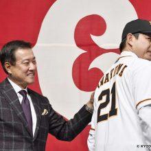 巨人・岩隈、初のブルペン入り 宮本コーチ「ホッとしました」