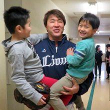 西武・駒月が小学校で児童と交流「とにかく今年は一軍に」
