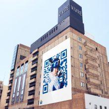 超巨大QRコードに駅構内放送…開幕に向けて横浜の街がベイスターズに染まる