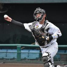 正捕手の離脱を受けロッテ・江村、ヤクルト・松本が昇格 10日のプロ野球公示