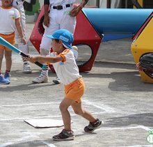 【少年野球2.0】「投げる」「打つ」楽しみを、たっぷりと。三島南高校野球部員が、保育園児に「野球教室」(後編)
