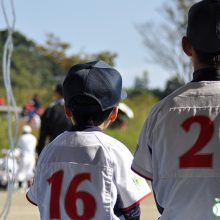 早生まれの野球少年は不利? 子どもの生まれ月が競技能力に及ぼす影響