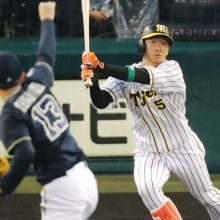 凱旋MVPに猛烈アピール!阪神・近本が先頭弾、原口は2打席連発、さらに梅野も…