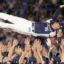 西武・辻監督、主力流出も連覇へ導く 「精神力と肉体的な強さ」選手称える