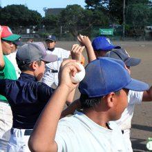 子どもにおすすめ! 制球力を高めるための遊び「パラボリックスロー」