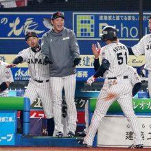 侍ジャパン逆転勝ちでSR白星発進! 鈴木3戦連発、周東&源田の足技で同点