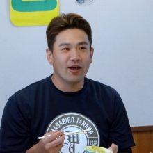 田中将大と楽天の選手たちが小学生と交流 給食は「全部食べました!」