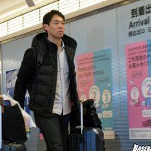 レッズと契約を結んだ秋山翔吾が帰国 「とりあえずホッとしました」
