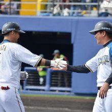 栗山監督、打順は「今後もいろいろ試す」 中田5番で2ラン、近藤2番で1打点