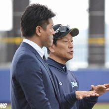 侍J稲葉監督が日本ハムキャンプを視察 近藤ら「プレミア12の選手が土台」