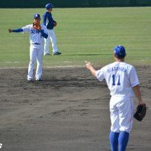 中日・根尾、午前中から大忙し 遊撃→二塁→中堅、3ポジションで守備練習