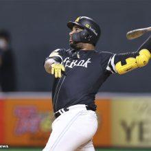 不振極める大砲… 鷹・バレンティンは今季2度目の抹消 4日のプロ野球公示