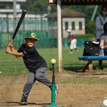 シニアのお兄さん達と一緒に楽しく野球を体験!「野球あそび体験会」