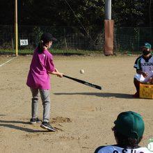 軟式野球の強豪・フタバ産業が子どもに野球指導