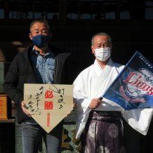 西武・辻監督が箭弓(やきゅう)稲荷神社を参拝 絵馬には「打ち破る」