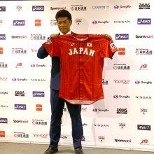 野球日本代表が赤基調の新ユニフォーム発表 稲葉監督「この戦闘服で金メダル獲る」
