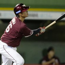 楽天の和製大砲・内田が今季初本塁打 教え子の一打にデーブ氏「涙が出ました」
