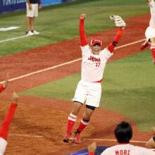 胴上げ投手の上野由岐子「感無量です」ソフト日本代表が13年越し五輪連覇