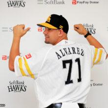鷹の新戦力・アルバレスがデビュー戦で2安打1打点「気持ちが高ぶっている」