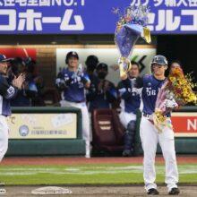 秋山翔吾が西武・栗山の2000安打達成を祝福「ずっと栗山さんの背中を見て」